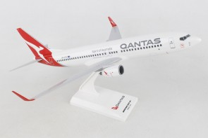 Qantas New Livery Boeing 737-800 VH-VYE with stand Skymarks SKR986 scale 1:130