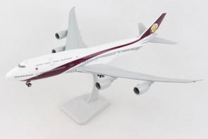 Qatar Amiri Boeing 747-8i VQ-BSK with gears & stand Hogan HG11700G scale 1:200