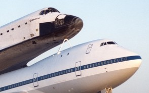 NASA 747-100 Shuttle carrier with Endeavour Executive Series SE0011W Scale 1:144