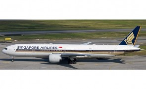 Singapore Airlines Boeing 777-312ER 9V-SWS with stand Aviation400 AV4113 scale 1:400