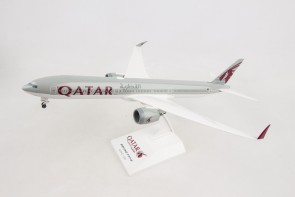 Qatar Airways Boeing 777-9 W/Gears and /Stand  Skymarks SKR1014 Scale 1:200