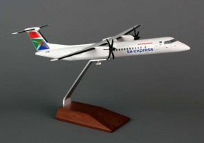 Skymarks South African Q400 1/100 W/Wood Stand SKR5035 1:100