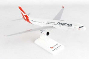 Qantas Airbus A330-300 New Livery w/Stand Skymarks SKR928 Scale 1:200