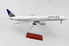 Side United Boeing 777-300 N58031 stand & gears Skymarks Supreme SKR9403 scale 1:100